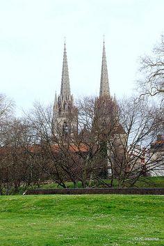 Bayona - Francia / Bayonne - France    Fotografías de Bayona, Francia.  Vista de la Catedral de Sainte Maríe desde la ciudadela amurallada.  Bayona - Francia / Bayonne - France by Rufino Lasaosa, via Flickr