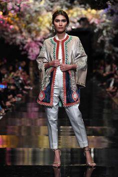 Sana Safinaz Couture and Bridals SS19 at FPW SS19 - Karachista | Pakistani Fashion & Lifestyle Mag Winter Collection, Bridal Collection, Mehndi Dress, Embroidery Leaf, Punjabi Suits, Pakistani, Kimono Top, Dress Up, Women Wear