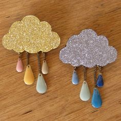 📌 DIY Cloudy brooch with drop beads free tutorial Fabric Jewelry, Clay Jewelry, Leather Jewelry, Leather Craft, Felt Crafts, Diy And Crafts, Fabric Brooch, Bijoux Diy, Badges