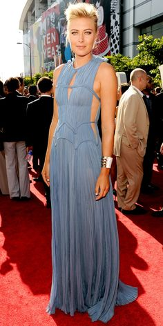 2012 ESPY Awards: Maria Sharapova in a slate blue J. Mendel gown with cut-out details and metallic Jimmy Choo sandals. Maria Sharapova Hot, Sharapova Tennis, Beautiful Dresses, Nice Dresses, Maria Sarapova, Espy Awards, Celebrity Look, Celeb Style, Red Carpet Looks