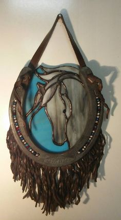 beautiful stained glass in decorated horseshoe_Kristin Reinke Livingston_Art of the Horse #StainedGlassHorse