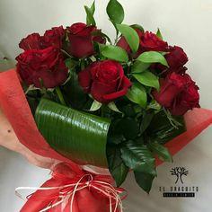 Ramo Rosas Rojas y hojas de Aspidistra.