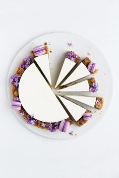 Blueberry frangipane tart decorated with lilacs and mini macarons. Slow Cooker Desserts, Just Desserts, Dessert Recipes, Cupcake Cakes, Cupcakes, Decoration Patisserie, Bolo Cake, Cake Photography, Let Them Eat Cake
