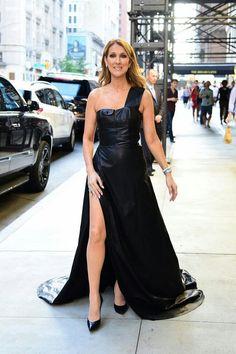 Le 21 juillet à New York dans une incroyable robe noire en cuir de August Getty Automne 2015.