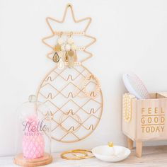 Pineapple home accessories | ANANAS metal jewellery stand | Maisons du Monde