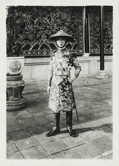Sa Majesté Khai Dinh, empereur d'Annam, en tenue de général