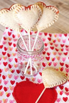 Vegan Heart Pie Pops // These heart shaped little sweets will show anyone without words how much you care about them. | The Green Loot #vegan #ValentinesDay