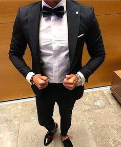 """Dressing well is a form of good manners."" – Tom Ford   CHECK OUT->https://goo.gl/Kfzk8C  #newsuittime"