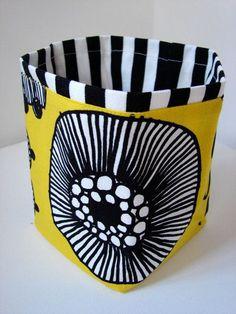 Paperbag made from Marimekko wax fabric / Kehtosirkus: kesäkuu 2014 Textile Patterns, Textile Design, Fabric Design, Print Patterns, Purse Patterns, Sewing Patterns, Marimekko Fabric, Mellow Yellow, Surface Pattern Design