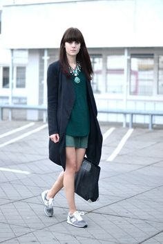 outfit long black coat new balance 420 sneakers