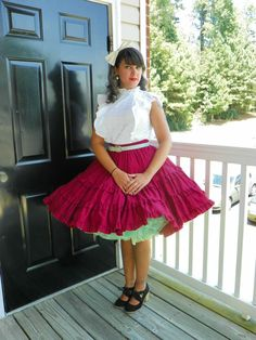 by Malco Modes Material: Cotton, Polyester Condition: Very Good Gorgeous burgundy square dancing skirt. *Petticoat and belt not included. 50s Outfits, Dance Outfits, Dance Dresses, Ball Dresses, Pretty Outfits, Pretty Dresses, Dress Outfits, Vintage 1950s Dresses, Vintage Skirt