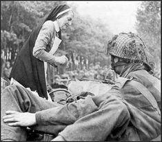 nurse J.A. ten Hoedt helps  a wounded british airborne soldier. september 1944