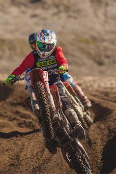 This is the process that should be known to every rider who is riding dirt bikes.. In this post I have explained how does a dirt bike transmission work. Ktm Dirt Bikes, Cool Dirt Bikes, Dirt Bike Racing, Dirt Bike Girl, Racing Motorcycles, Motorcycle Bike, Dirt Biking, Dirt Bike Couple, Motocross Photography