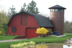 I love this barn...it just needs a painted quilt block on it!!