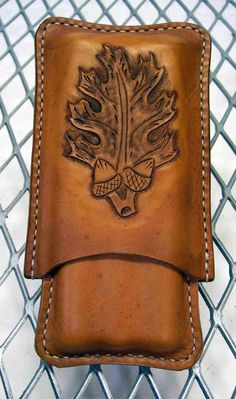Handmade Leather 3 finger cigar case Oak leaf by LeatherBrewTote Nickles Valk Chuah cigar life Leather Carving, Leather Art, Custom Leather, Leather Pouch, Handmade Leather, Canvas Leather, Leather Tooling Patterns, Leather Pattern, Cigar Accessories