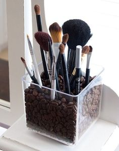 Organization / Clever - coffee beans in a glass to store make-up brushes. Could also use colored beads, stones, etc.
