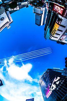 akkun-t:   渋谷のスクランブル交差点からのブルーインパルス