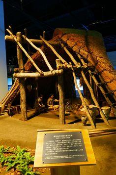 Funde aus der Jōmon-Zeit: Das Japan der Jäger und Sammler | JAPANDIGEST Firewood, Japan, Crafts, Archaeological Finds, Stilt House, Heritage Site, Okinawa Japan, Crafting, Diy Crafts