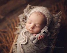 newborn bonnet, bonnet for a baby boy or girl, simple bonnet, hand knitted photo prop, Classic knit baby bonnet