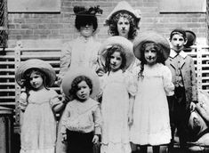 English Jewish immigrants await inspection at Ellis Island, New York, before entering the United States, 1900  [::SemAp::]