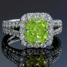 Gorgeous - Rare and beautiful one-of-a-kind natural green diamond ring. Never have I seen this lime-green color! Gems Jewelry, I Love Jewelry, Diamond Jewelry, Fine Jewelry, Jewelry Design, Silver Jewellery, Green Diamond Rings, Ruby Rings, Do It Yourself Fashion