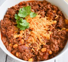 Low-FODMAP chili recipe that will guarantee a touchdown in any crowd. Easy and made in the slow cooker. You will love this low-FODMAP, gluten-free chili! Slow Cooker Chili, Slow Cooker Recipes, Crockpot Recipes, Chili Recipes, Vegetarian Recipes, Low Fat Chili Recipe, Potato Recipes, Healthy Recipes, Fodmap Recipes