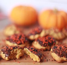Cookies de Abóbora com Chocolate e confeitos pra combinar. :P