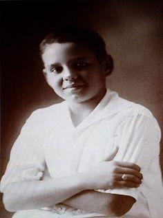 Desi Arnaz Funeral | Edith Eyre Skimming Arnaz (1917 ...