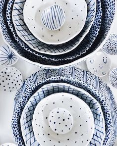 "504 curtidas, 6 comentários - Chloe May Brown (@cmb123) no Instagram: ""you can find some of my bowls and plates at @moreandco for the holidays! // photo by @moreandco"""