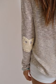 """Embroidered Owl Sweater Detail - This unique twist on """"elbow patches"""" is unique and this is definitely something I would wear/like. Fall Outfits, Cute Outfits, Fashion Outfits, Fashion Trends, Owl Sweater, Slouchy Sweater, Diy Clothes, Clothes For Women, Diy Mode"""
