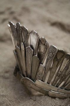 skulle nog bli för komplicerad att göra en likadan... men man kan göra en liknande i olika metaller!