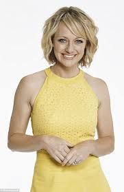 Short blonde bob with waves Bob With Waves, Shelley Craft, Hair Inspo, Hair Inspiration, Short Blonde Bobs, Kristen Bell, My Hair, Hair Styles, Hairdos
