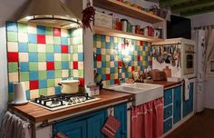 Sat Pasarea, Comuna Brănești Traditional House, Traditional Interior, Rustic, Interior Design, Modern, Kitchen, Home, Country Style Kitchens, Country Primitive
