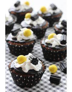 Lakritsimuffinssit // Liqorice Muffins www. Cake Recipes, Dessert Recipes, Desserts, Finland Food, Finnish Recipes, Something Sweet, No Bake Cake, I Foods, Sweet Treats