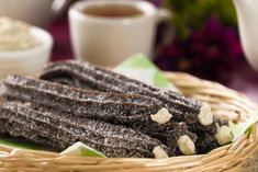 Give your classic churros a twist and prepare a version of oreo, use the cream of the cookies to fill them, and sprinkle with sugar and cracker. They are very cheap and easy to make, give a twist to your classic recipe this September Tray Bake Recipes, Baking Recipes, Cheescake Oreo, Milka Oreo, Oreo Churros, Cupcakes Oreo, Cheesecake In A Jar, Dessert Tray, Apple Crisp Recipes
