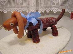 Slaný dort salámový pes jezevčík s pracovním postupem o