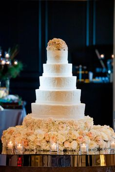 Montreal Wedding Cakes Inspiration Ideas #weddingcake #weddingcakes #cakeideas www.Photo-Maleya.com