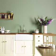 34 Trendy kitchen colors with white cabinets ideas wood counter Light Green Kitchen, Green Kitchen Walls, Sage Kitchen, Kitchen Paint Colors, Kitchen Wall Art, Kitchen Wood, Cream Kitchen Interior, Kitchen Feature Wall, Kitchen Ideas