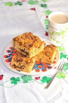 Cinnamon Streusel Coffee Cake has a layer of nutty, cinnamony goodness baked right into the cake, with extra sprinkled on top! Cinnamon Streusel Coffee Cake, Baking Tins, Cake Batter, Food Print, Good Food, Breakfast, Corner, Link, Ethnic Recipes