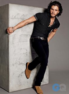 Kit Harington wears Dolce&Gabbana black shirt in GQ April 2014 -