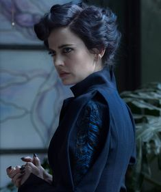 Miss Peregrine (Eva Green) in Miss Peregrine's Home For Peculiar Children, directed by Tim Burton Miss Peregrine Eva Green, Ava Gardner, Miss Perigrine, Estilo Tim Burton, Miss Peregrine's Peculiar Children, Peregrine's Home For Peculiars, Miss Peregrines Home For Peculiar, Tim Burton Films, Arizona Robbins
