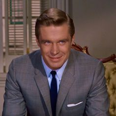 [Breakfast at When the movie was released Paul Varjak (George Peppard) didnt get as much attention as Holly (Audrey Hepburn) regarding style but his outfits designed by Edith Head are fabulous! Effortlessly chic his suits dont contrast mu Tiffany Blue Box, George Peppard, Breakfast At Tiffanys, Eat Breakfast, 1960s Fashion, Vintage Hollywood, Audrey Hepburn, Costume Design, Latest Fashion Trends