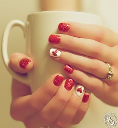 Simply In Love - Red polish with glitter and heart accent.  Super cute! Great for special events or valentines day! @veronicalewi Manucure Pedicure, Mani Pedi, Winter Nails, Summer Nails, Red Gel Nails, Cute Red Nails, Red Sparkle Nails, Short Red Nails, Gel Nails With Glitter