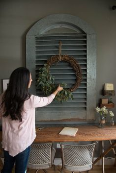 magnolia homes joanna gaines It is finally and after putting all of the Christmas trimmings back in their bins, home can feel bare and uninspiring. Magnolia Farms, Magnolia Market, Magnolia Homes, Farmhouse Style, Farmhouse Decor, Farmhouse Kitchens, Magnolia Fixer Upper, Make Your Own Wreath, Christmas Trimmings