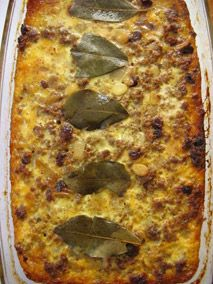 Bobotie is a classic Cape Malay dish from South Africa - gently spiced mince with sultanas and flaked almonds baked under a savoury custard. South African Dishes, South African Recipes, Mince Recipes, Cooking Recipes, Oven Recipes, Recipies, Easy Recipes, Kos, Good Food
