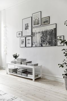 Home Design Ideas: Home Decorating Ideas Modern Home Decorating Ideas Modern Black and white gallery wall for a white on white interior. Adding some color wi. Home And Living, Home And Family, Small Living, Family Room, Usa Living, Inspiration Wand, Interior Inspiration, Inspiration Boards, Interior Ideas