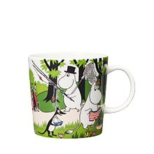 """Arabia's mug """"Going on vacation"""" (Lähdetään lomalle) with elegant shape and kind motif from the Moomin world. Charming pottery from Finland. Moomin Mugs, Tove Jansson, Kitchenware, Tableware, Scandinavian Style, My Coffee, Finland, Sissi, Illustration"""