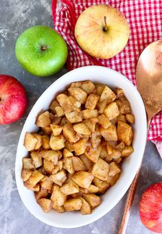 Simple Baked Apples Recipe with cinnamon apple slices Baked Apples Healthy, Healthy Apple Desserts, Baked Cinnamon Apples, Baked Apple Dessert, Apple Dessert Recipes, Cinnamon Recipes, Healthy Baking, Baby Food Recipes, Apple Recipes For Babies