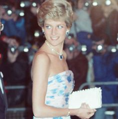 HRH-The-Princess-of-Wales-Princess-Diana-attends-Covent-Garden-Opera-House-to-see-Romeo-and-Juli.jpg 615×618 pixels