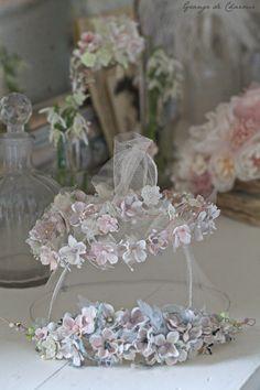 Une folle envie de printemps m'a inspiré à faire de ravissantes couronnes à disposer par-ci par-là avec une élégance toute rafraichisssante...
